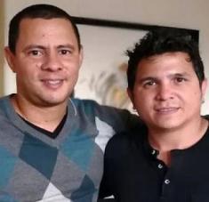 Yoel (Martínez) y yo estaremos aquí echando una trovadita, pasándola bien y recordando algunas canciones del disco Carnal -su más reciente producción fonográfica- y otras que ustedes nos pidan por esta transmisión, invitó Rojas a los internautas.