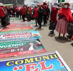 Las organizaciones políticas se lanzan en estos días finales a los cierres de camapaña. Foto: EFE