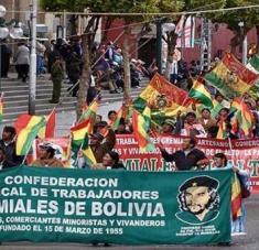 Organizaciones gremiales y de trabajadores se movilizan a favor del presidente Luis Arce. Foto: Radio Compañera