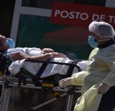 El incremento de contagios somete a una significativa presión al sistema sanitario nacional. Foto: EFE