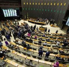 Legisladores brasileños deberán votar a favor o en contra del informe final sobre el manejo de la pandemia por parte del Gobierno brasileño. Foto: EFE