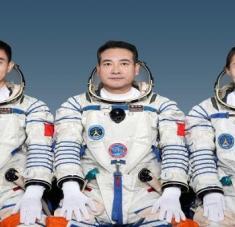 De los tres taikonautas que participarán en la misión, dos ya son veteranos en viajes espaciales. Foto: @Chengdu_China