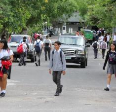 En Honduras, solo el 24 por ciento de educandos entre 15-17 años del sistema público poseía cobertura profesoral hacia 2019. Foto: EFE