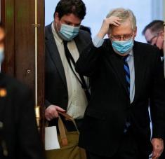 El líder de la mayoría republicana en el Senado, Mitch McConnell, en el Capitolio en Washington, EE.UU., 1 de enero de 2021. Foto: Joshua Roberts / Reuters