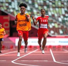 Tres cetros en tres distancias, un récord mundial de 23.02 segundos y la posición 39 del medallero general de haber sido Omara Durand un país.