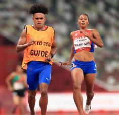 Omara alcanzó su sexta corona paralímpica y tiene otras dos opciones doradas en los 100 y 200 metros T12. Fotos: @Tokyo2020es