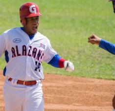 La tanda alta de los alazanes, con Raico Santos como principal bujía, ha producido la casi totalidad de las carreras en los dos primeros choques de la final.
