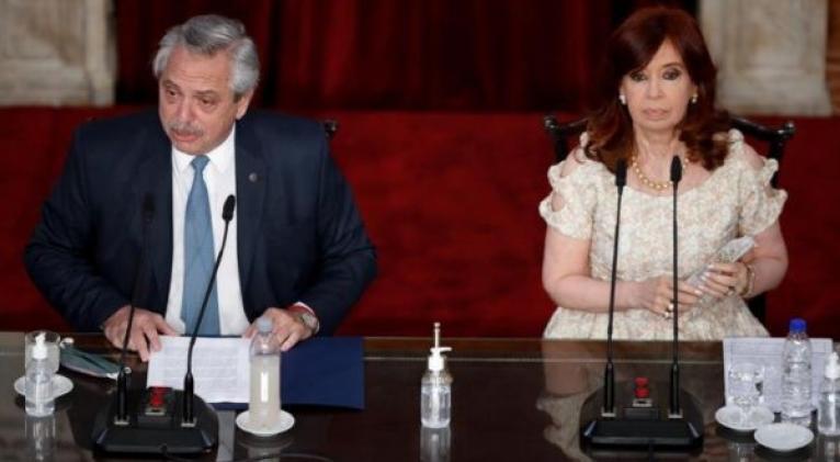 """El jefe de Estado lamentó que un préstamo tan grande se hubiera """"esfumado"""" antes del cambio de mando presidencial. Foto: EFE"""