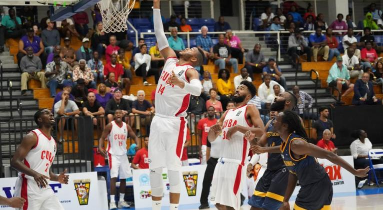 El esfuerzo por controlar los tableros con la dupla Rivero-Cubillas será determinante en las aspiraciones de los nuestros. Fotos: FIBA Américas.
