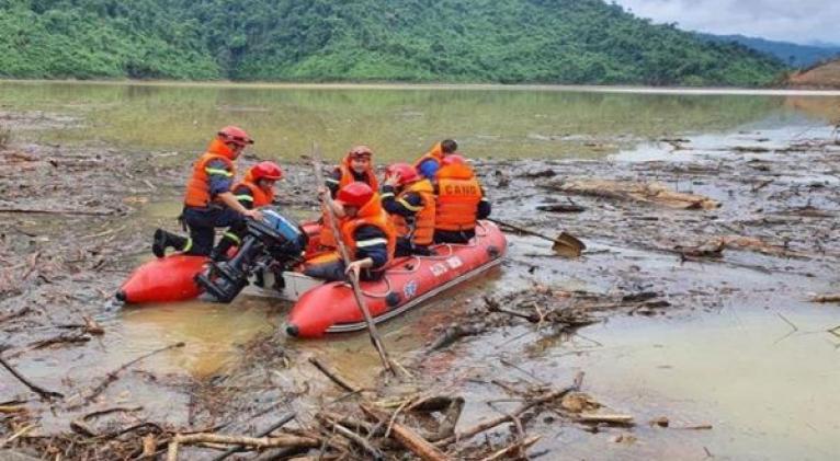 El tifón Molave arribo a Vietnam el domingo impactando la isla de Luzón, Mindoro, la isla de San Miguel, el municipio de Malinao. Foto: EFE
